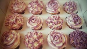 Lecker!!! Vanillecupcakes mit einer Marmeladenfüllung..hmmm <3